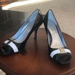 Tahari Black Heels w/ White & Silver Accents